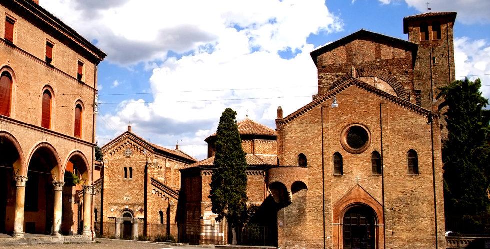 Il portone della Basilica di Santo Stefano a Bologna